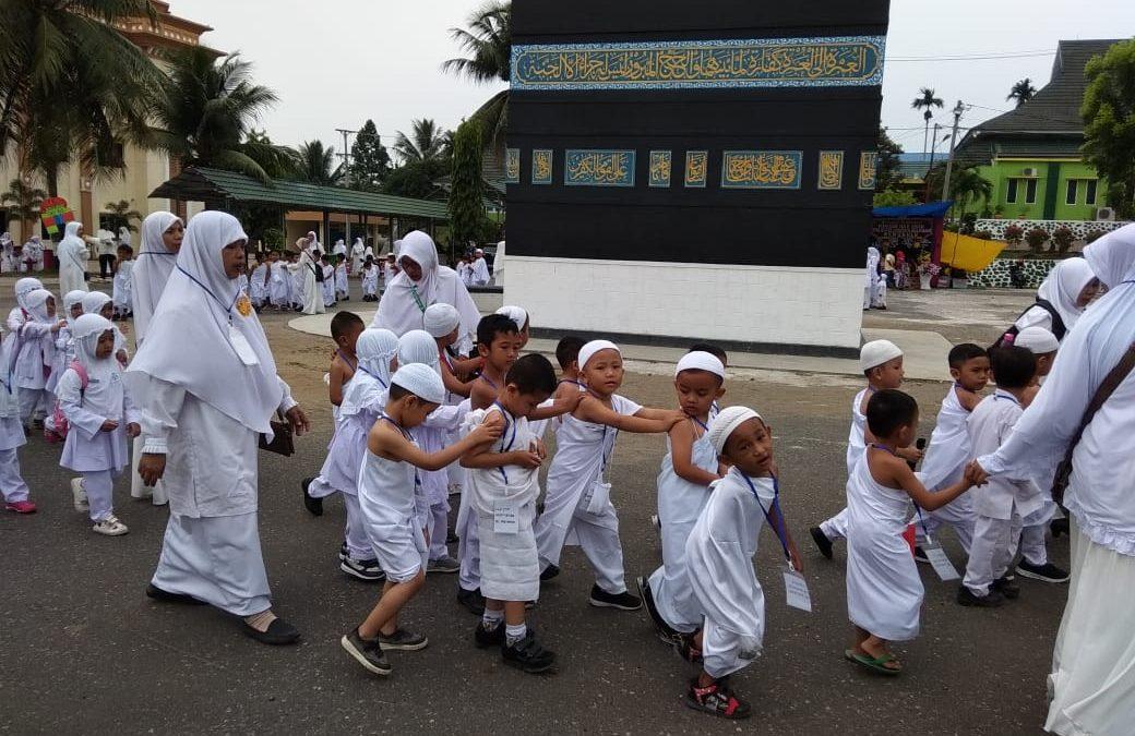 Anak PAUD IT Al Hasanah Praktik Manasik Haji