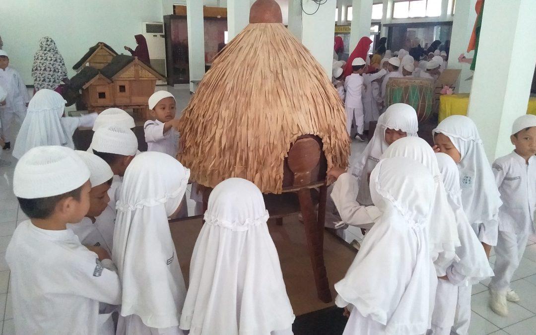 Wisata Edukasi Anak PAUD IT Al Hasanah di Museum Negeri Bengkulu